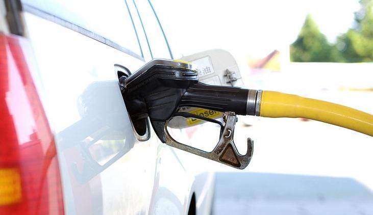 Risparmiare sulla Benzina: 13 Trucchi da Seguire per Spendere Meno