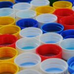 Raccolta di tappi di plastica in cambio di soldi: ecco quanto può fruttare